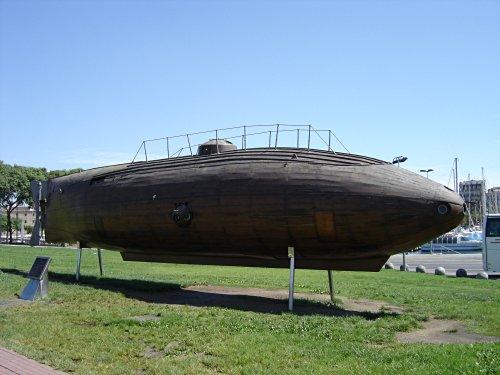 Holz U-Boot im Hafen von Barcelona