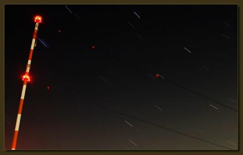 Erddrehung und lange Belichtung ergeben Sternstreifen (klick macht groß)