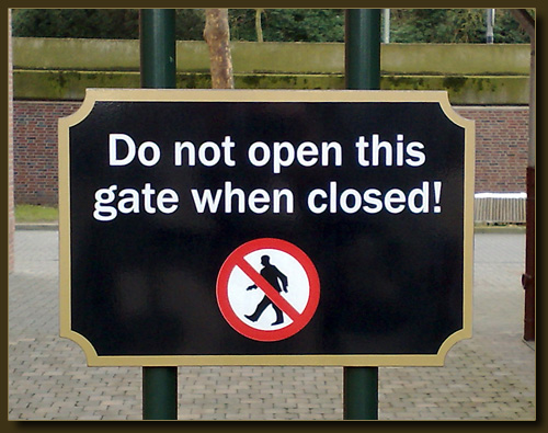 Do not open this gate when closed. Roermond, Designer Outlet.