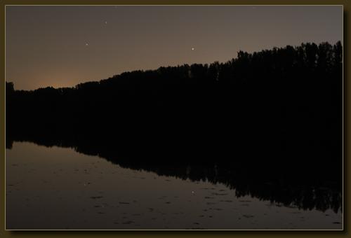 Menzelsee in Hilden. Der helle Punkt ist der Jupiter.