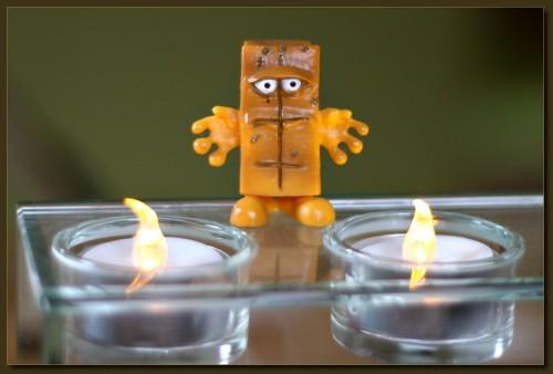 Damit Bernd sich nicht die Hände verbrennt - Plastikflammen