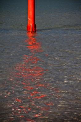 Rote Reflektion im Rhein