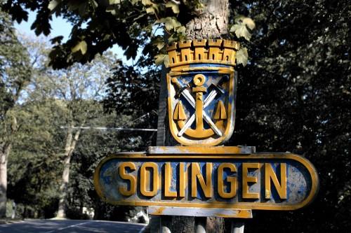Solinger Ortsschild mit Wappen an der Burger Landstraße