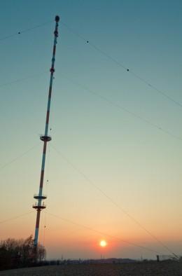 "Fernsehturm ""Äu"" im Sonnenuntergang"
