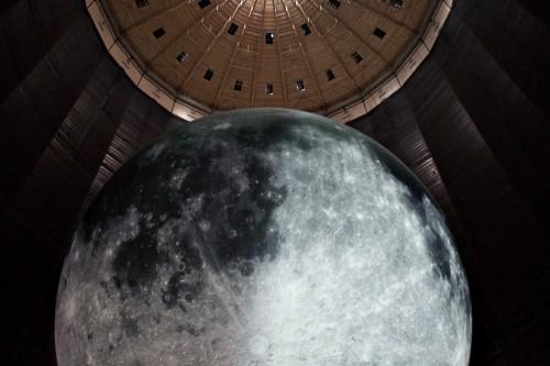 Mondskulptur im Gasometer