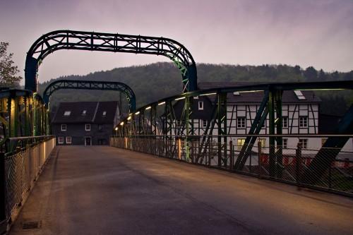 Kohlfurther Brücke mit neuer Beleuchtung