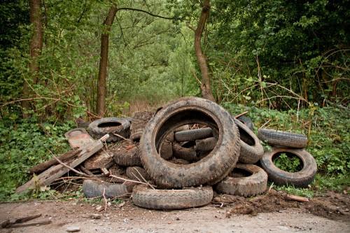 Alte Reifen aus dem Obergraben des Auer Kotten